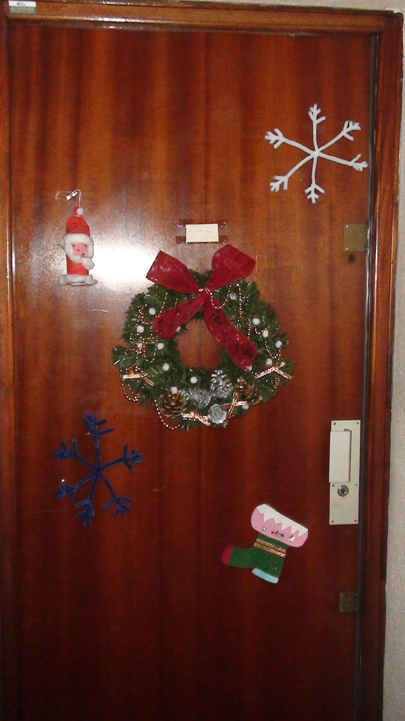 Notre d coration de porte pour no l for Decoration porte pere noel